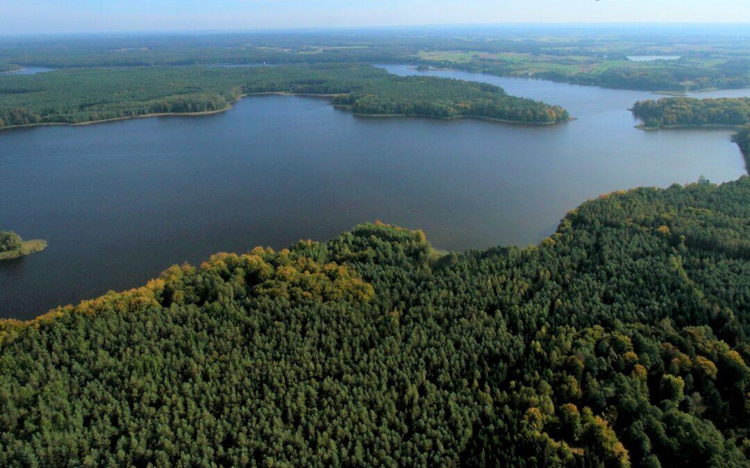Co dalej ze strefą ciszy na jeziorze Płaskim i z ograniczeniem prędkości na wodach zatoki Widłągi na Jezioraku? Jest odpowiedź ministerstwa