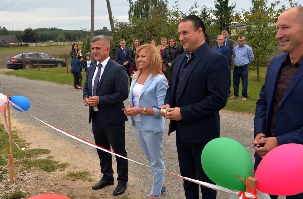 Przebudowana droga powiatowa i nowy plac zabaw w Gminie Kisielice